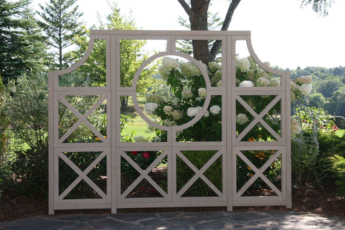 Garden circle feature yardistry for Garden feature screens